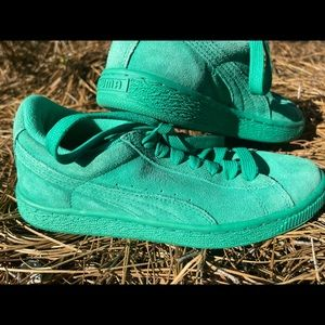 Puma suede green lace up sneakers